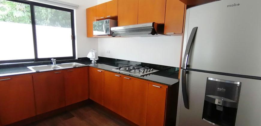 Venta de Casa en Cancún de 3 Niveles en Residencial Aqua