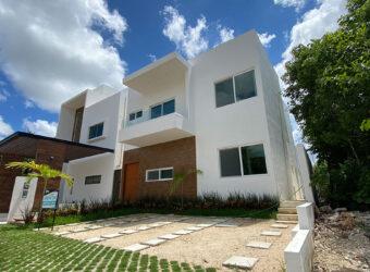 Estupenda Casa en Renta de 2 niveles en Residencial Aqua Cancún