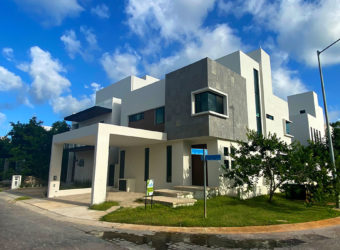 Hermosa Residencia en venta en Aqua Cancún fase 2 con área verde