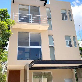 Elegante Casa en Venta en Residencial Arbolada